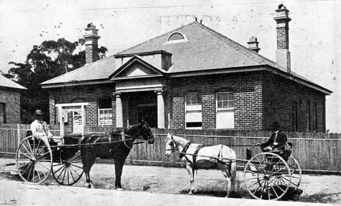 Old monochrome photo of Ku-ring-gai Council Chambers with horses